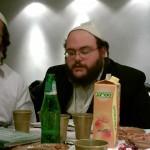 DISCUSSIONS ENTRE AMIS – «À Jérusalem» – » Mettre une Mézouza à la porte de sa maison, pour nous rappeler de D' «