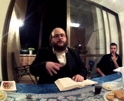 DISCUSSIONS ENTRE AMIS – «À Raanana» – «Seul Le Tsadik du niveau de Moshé peut t'aider» – Enseignement 64 – 5ème partie