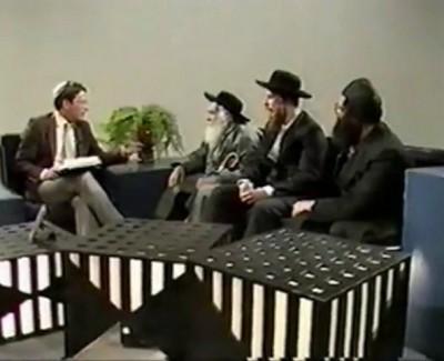 RABBI ISRAËL DOV ODESSER – «Interview à la télévision Israëlienne, accompagné de Israël Dagan, Aaron Pats et Charon Teltsour, ses premiers élèves»