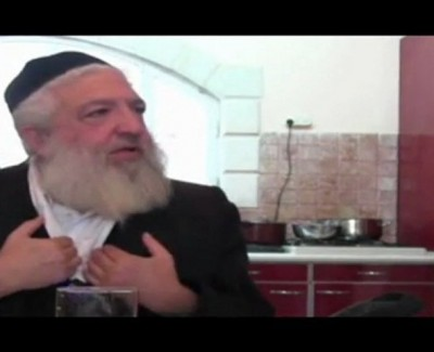 UN MOMENT AVEC YAACOV – «Haskara de Jérémie – Yaacov son papa témoigne et parle de Rabbi Israël Ber Odesser, Zal»